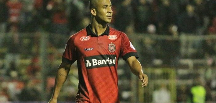 Após lesão, Pereira comemora cirurgia bem-sucedida e avalia recuperação