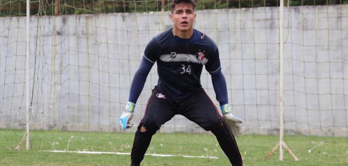 'Aniversariante da semana', goleiro Mateus Eduardo celebra momento na carreira e quer vitória do Joinville como presente