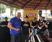 Com 1,92m, 147 kg e medalhista mundial de Mas-Wrestling, Ricardo Nort chama atenção em evento tocando piano