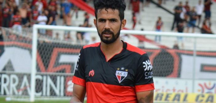 Jonathan comemora sua primeira vitória em clássicos contra o Goiás e destaca importância do resultado