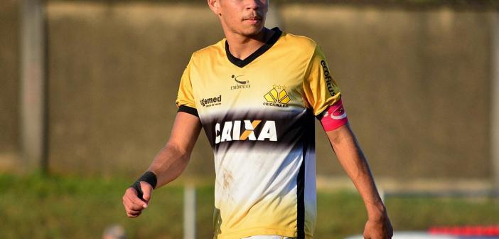 """De falta, volante Rullian marca tento decisivo e aproxima Criciúma de classificação no estadual sub-20, mas pede cautela por vaga nas semifinais: """"Nada decidido"""""""