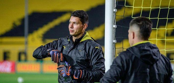 Prestes a completar 29 anos, goleiro Neto Volpi avalia primeiro mês no Peñarol