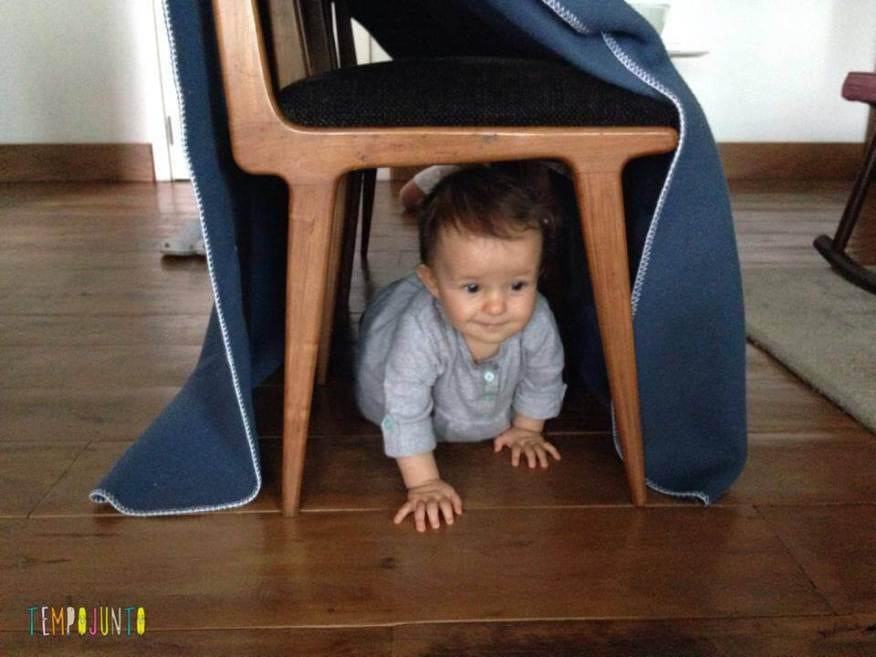 Gabi passa no tunel de cadeira