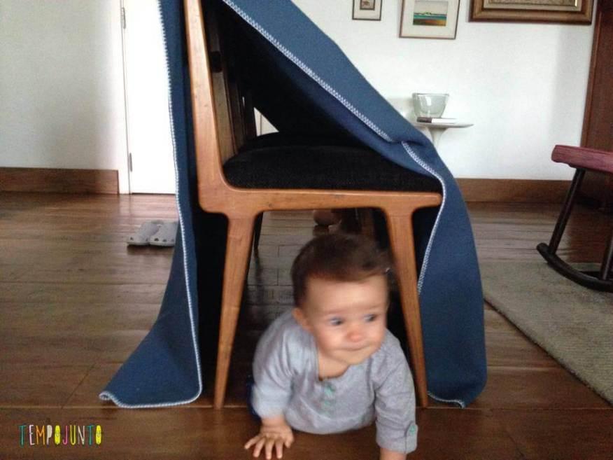 Gabi sai do túnel de cadeira