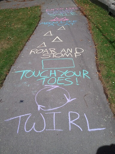 Circuito de atividades na calçada