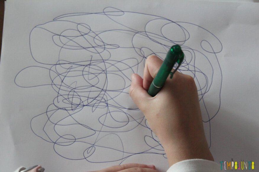 brincar de desenhar-papel com rabisco