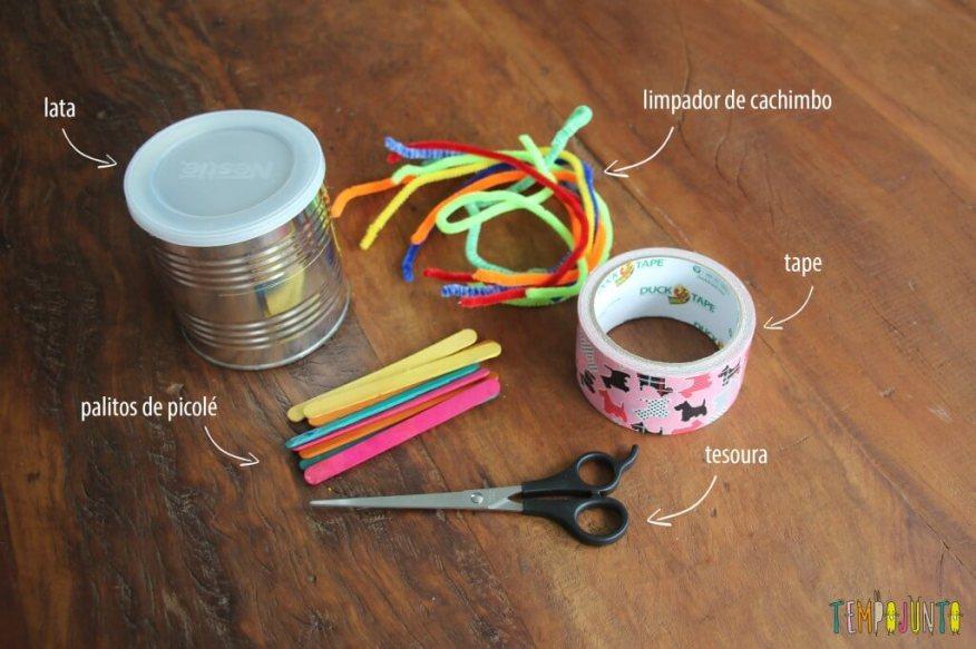 Brinquedo feito em casa para estimular a coordenação motora fina - material