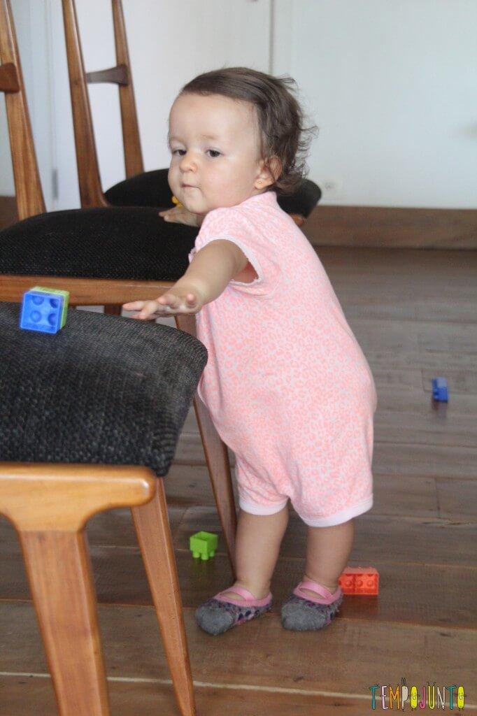 Incentive seu bebê a andar - gabi se esticando