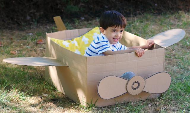 10 ideias criativas para fazer brinquedos com caixas de papelão - avião