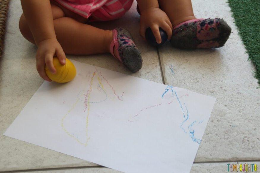 Quando o bebê pode começar a desenhar - risco no chão giz de cera