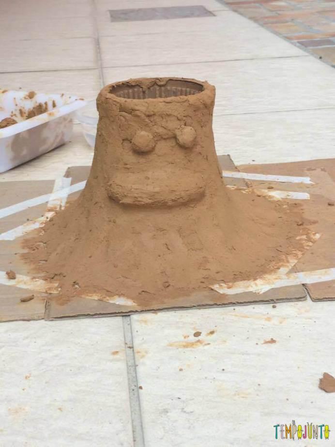 arte com argila - Vulcão em erupção