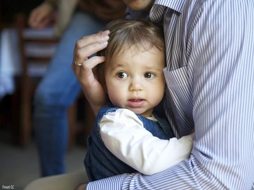 11 Brincadeiras para estimular o sexto e sétimo sentidos das crianças - bebe com o pai