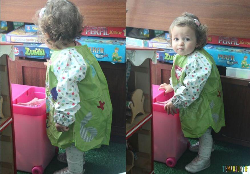 Brincadeira com pincel e tinta para bebês - avental
