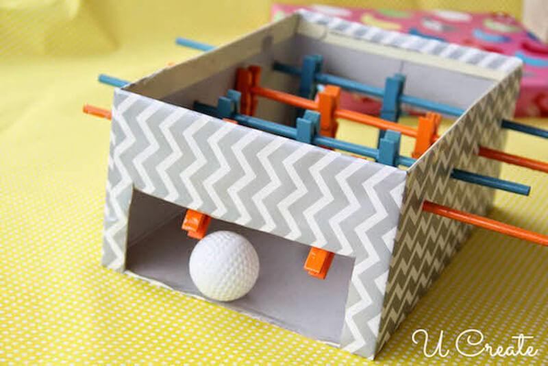 25 ideias com caixa de papelão - pebolim