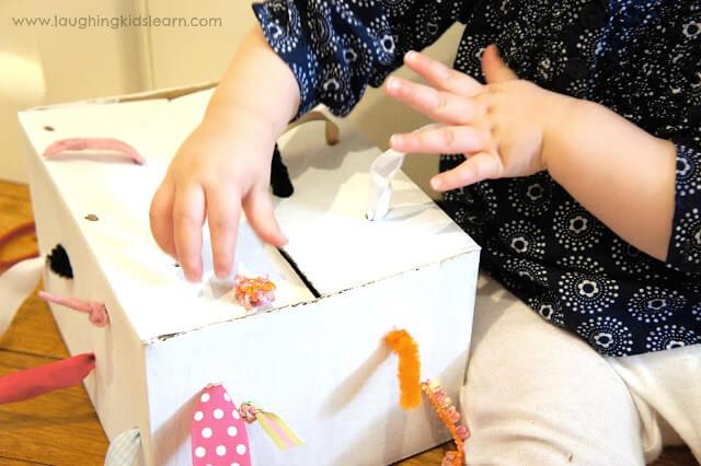 10 brinquedos para você fazer sem gastar dinheiro - caixa de coordenação motora