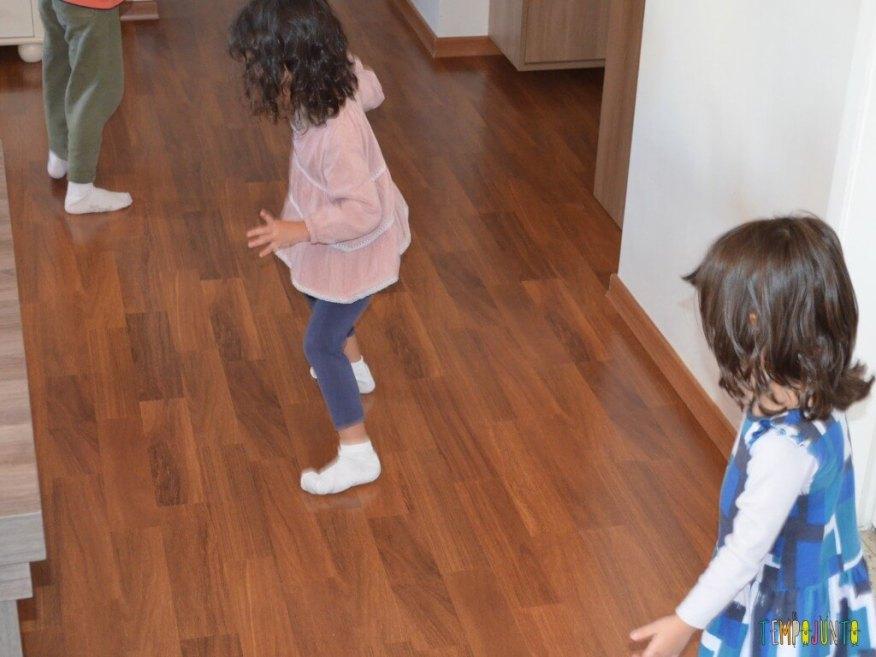Férias em casa com gostinho de viagem - brincando com meia