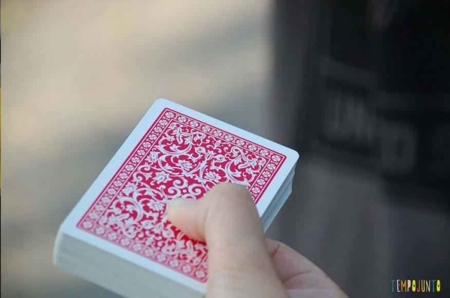 Truques para brincar de mágica com as crianças - cartas de magica