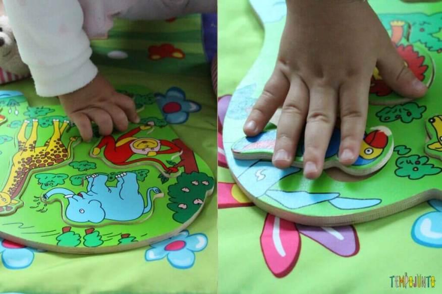 A hora de começar a brincar de quebra cabeças com os pequenos - Gabi montando o segundo quebra cabeça