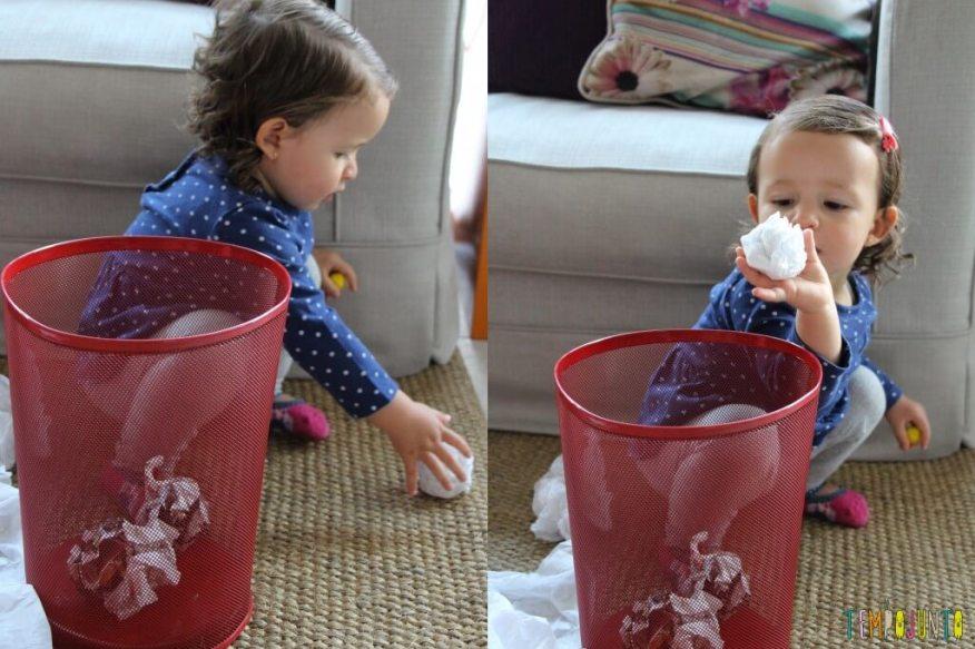 Brincar de bolinha de papel com seus pequenos - Gabi jogando a bolinha