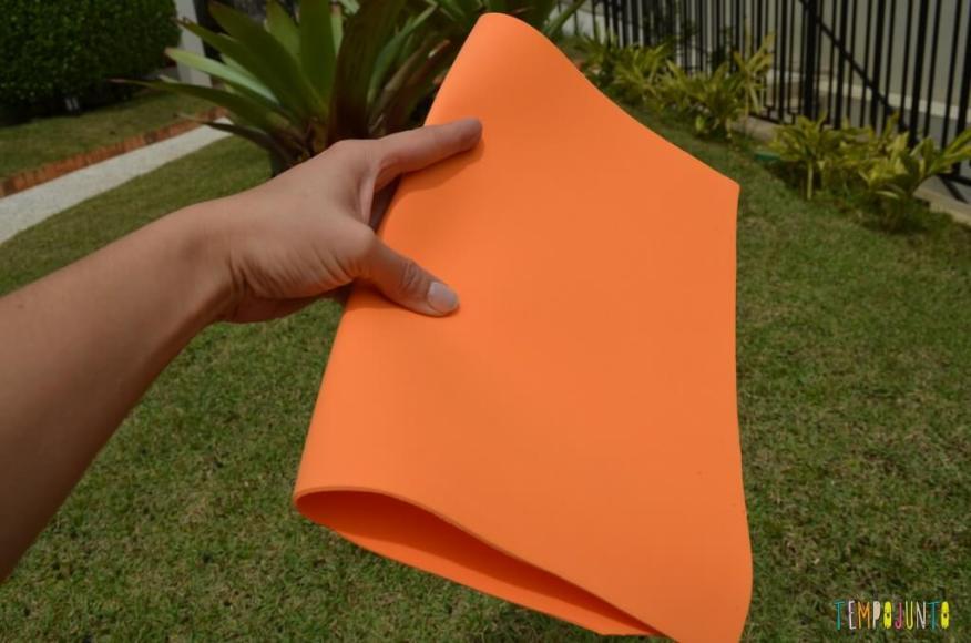 8 brincadeiras de artes ao ar livre - papel dobrado
