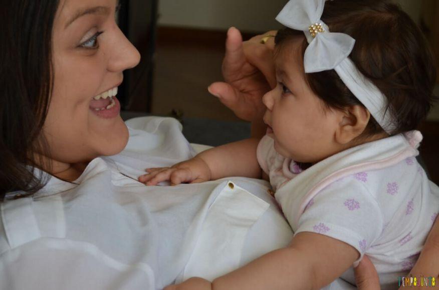 Novas brincadeiras para ajudar o bebê a ficar de bruços - chamando atenção do bebê
