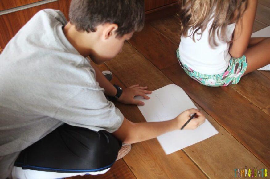 Prepare-se para se divertir nesta brincadeira para um grupo de crianças - reproduzindo no papel o que sentiu