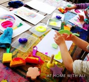 10 ideias de atividades com formas geométricas - carimbo de esponja