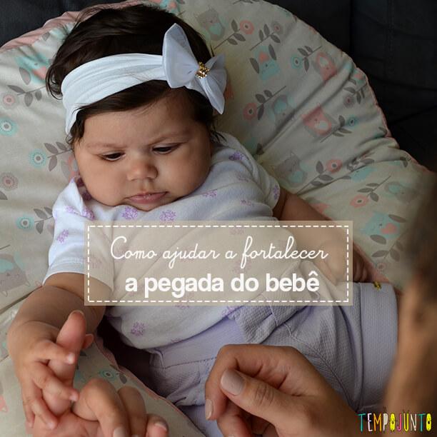 Brincadeira para desenvolver a força da mão do recém-nascido