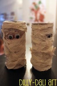 Faça você mesmo ideias criativas para o Halloween -mumias de papel higienico
