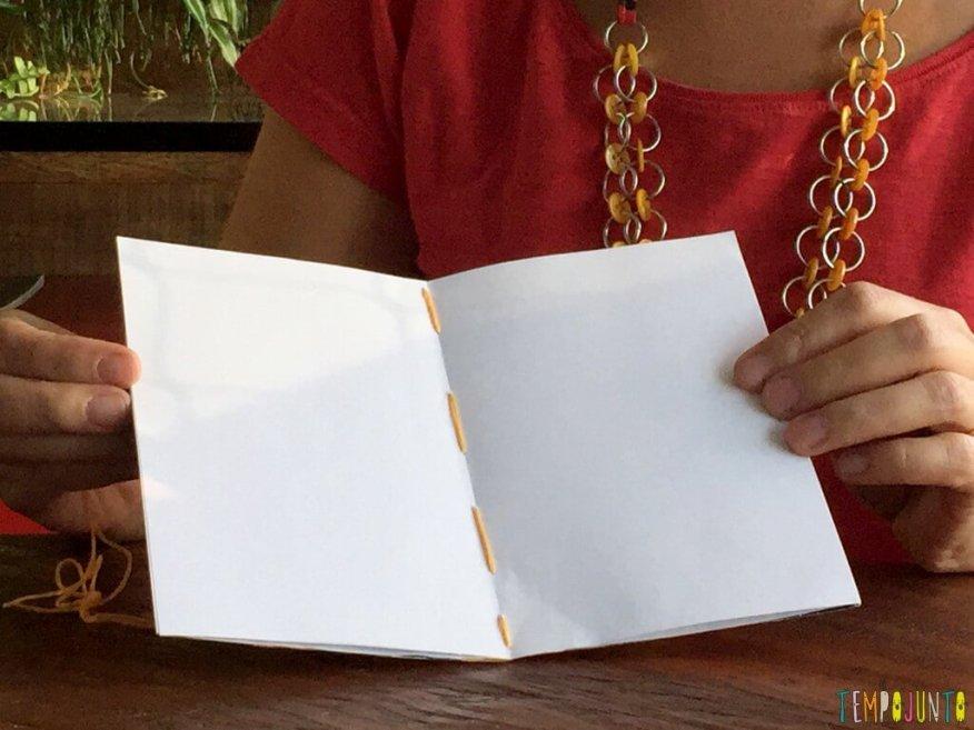Presente artesanal para o Dia dos Professores - encadernacao pronta