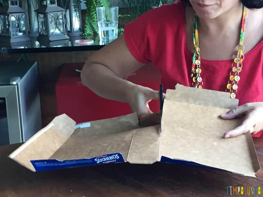 Presente artesanal para o Dia dos Professores - recortando a caixa