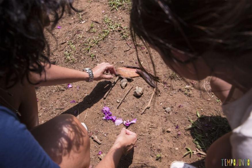 Tempojunto no parque- desenho com folhas e flores - rosto de natureza