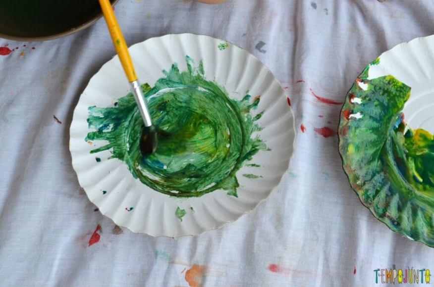 Lembrança de Natal para fazer com as crianças - pintura prato com pincel 2