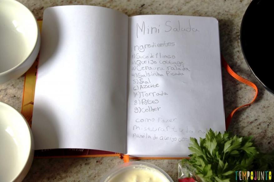 Receita fácil e saudável para fazer com as crianças - caderno de receitas aberto