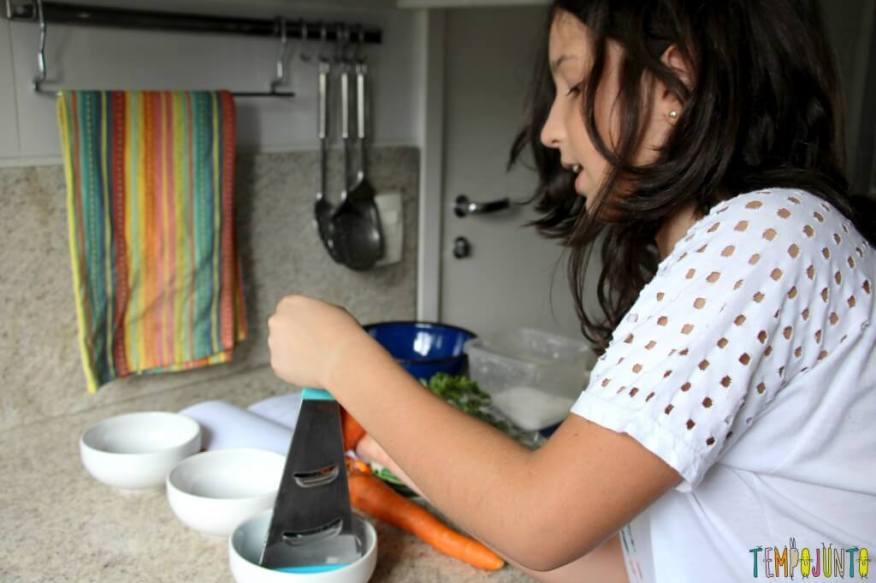 Receita fácil e saudável para fazer com as crianças - carol ralando cenoura