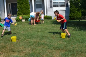 20 Brincadeiras refrescantes para um dia quente - transporte de água