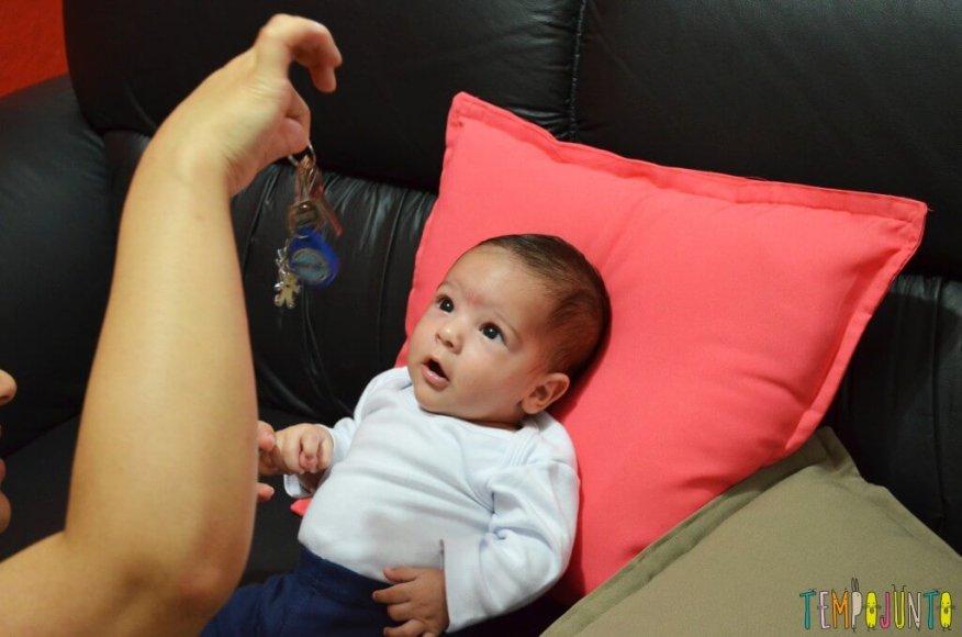 Brincadeiras de sons com bebês recém-nascidos - bernardo surpreso