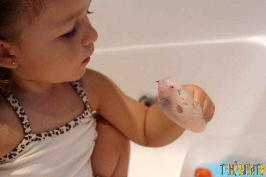 Qual foi a última brincadeira diferente que você fez com seus filhos - gabi brincando com boneco