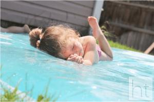 5 dicas de brincadeiras para se divertir neste verão com os bebês - colchao de agua