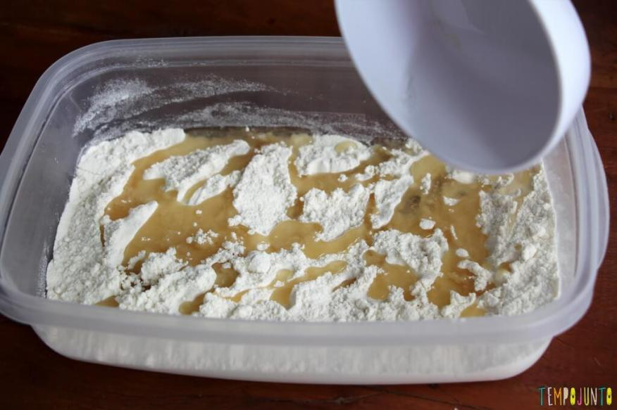 Como fazer areia caseira - farinha com oleo