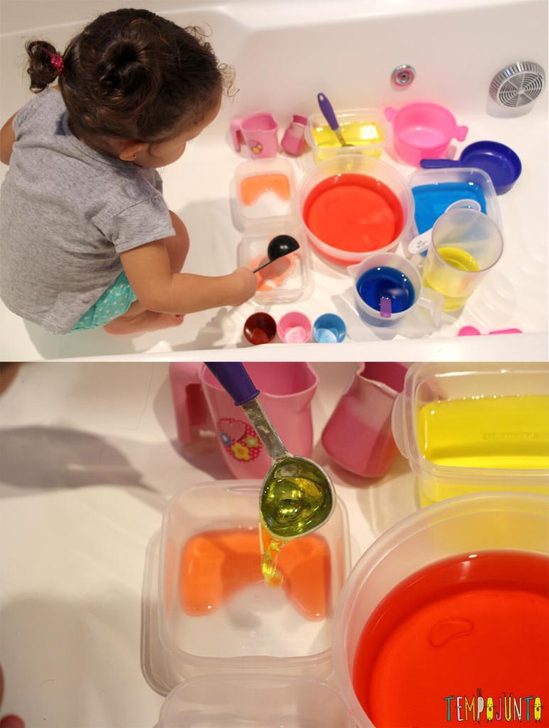 Uma atividade com água colorida que vai fazer a alegria dos pequenos - gabi transferindo agua colorida de um pote pro outro
