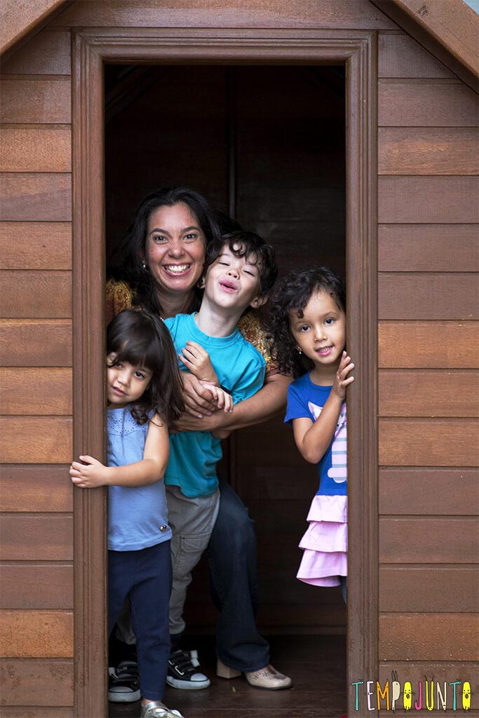 Até brincar fica mais fácil com um pouco de organização - pat e as crianças na casinha