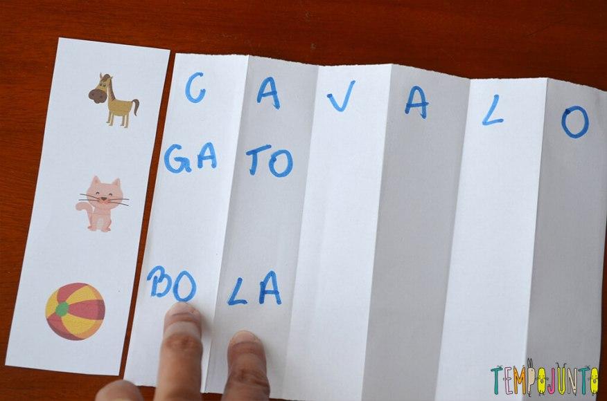 Brinquedo que ajuda a formar e ler as primeiras palavras - tiras escritas