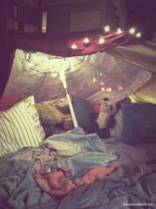 10 maneiras de fazer uma cabana em casa - cabana de guarda chuva