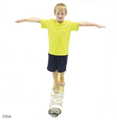 30 Brincadeiras de movimento para uma gincana que será um arraso - andando sobre o tapete