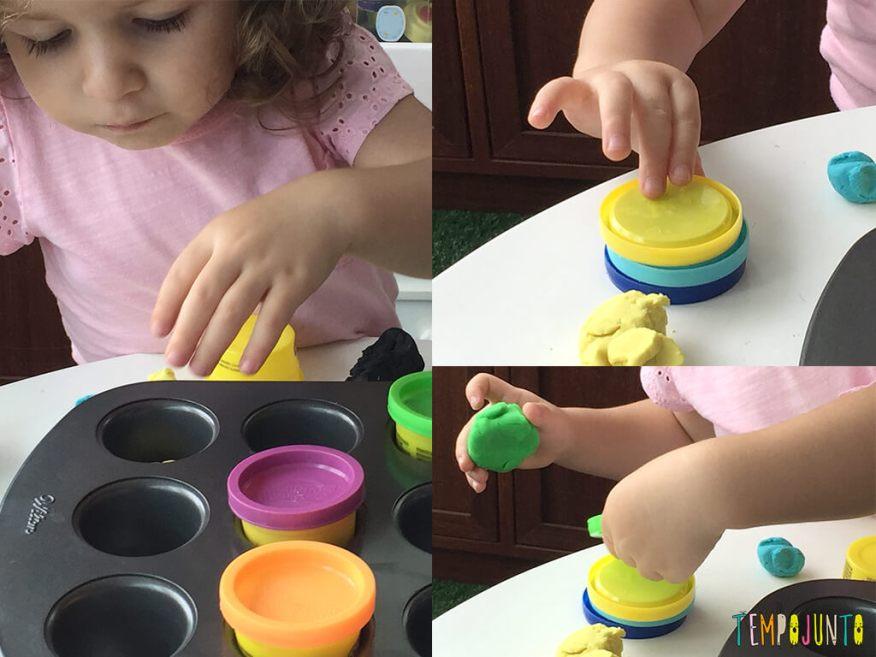 Brincadeiras não estruturadas que mudam a rotina - potes na forminha e torre de tampas