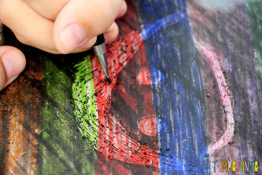 Desenho magico um jeito diferente de fazer arte - raspando o desenho detalhe