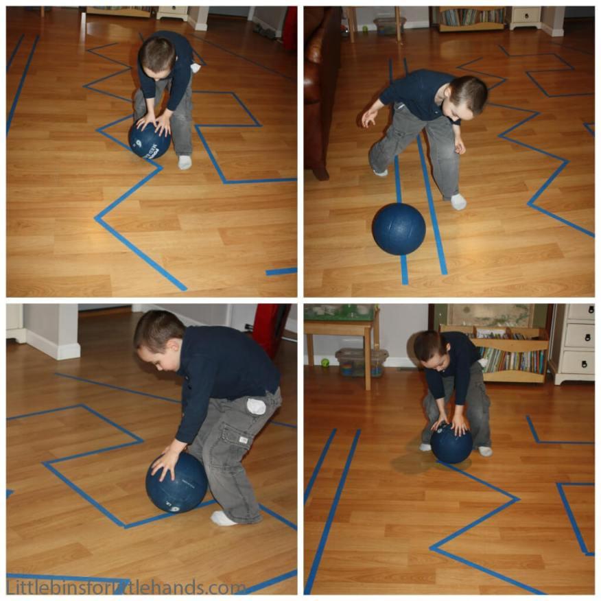 10 maneiras de brincar com bola - desenho no chão
