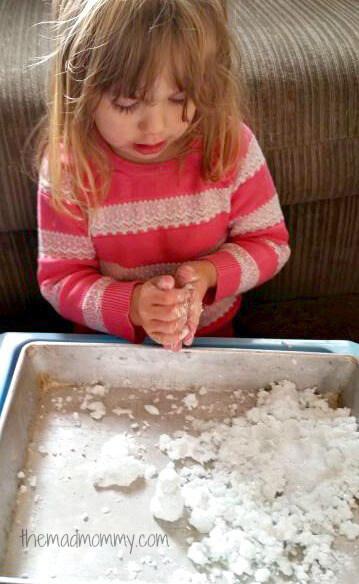 10 maneiras de brincar com bicarbonato de sodio - neve artificial