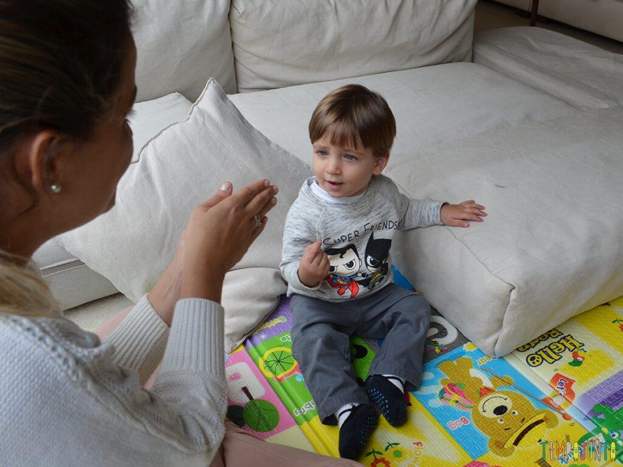 Musica e palhacadas para encantar seu bebe_11.53.04_pietro curioso